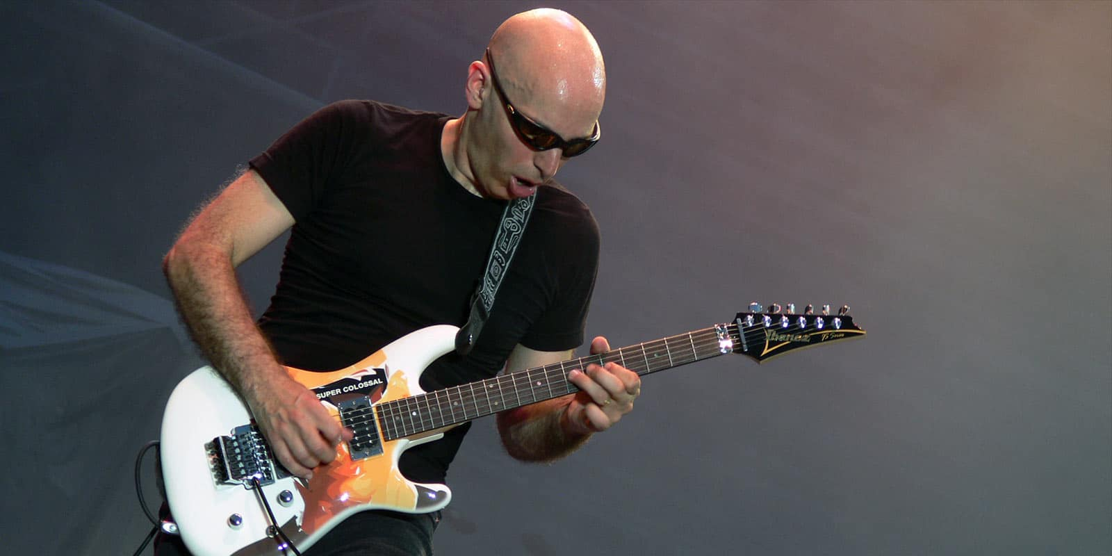 Interview Joe Satriani Super Colossal Satch is Back